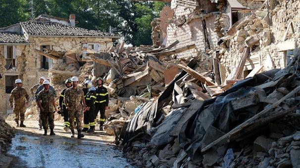 Cutremurul devastator din Italia. Bilanţ tragic: 291 de morţi. MAE: 11 români au murit