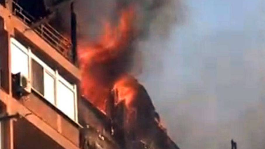 Explozie într-un bloc din Bucureşti