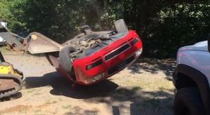 Audi distrus cu buldozerul