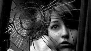 Ce se întâmplă dacă spargi o oglindă. Este mai rău decât ne imaginăm