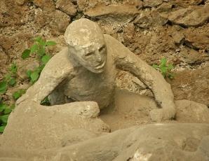 24 august, erupţie apocaliptică. Trupurile morţilor, perfect conservate de cenuşă