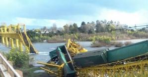 Un tren cu produse chimice s-a prăbușit într-un râu din Chile / Foto: pasionsports.com