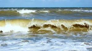 Tragedie pe litoral. O mamă şi copilul ei de 8 ani, salvaţi în ultimul moment. Tatăl a murit înecat