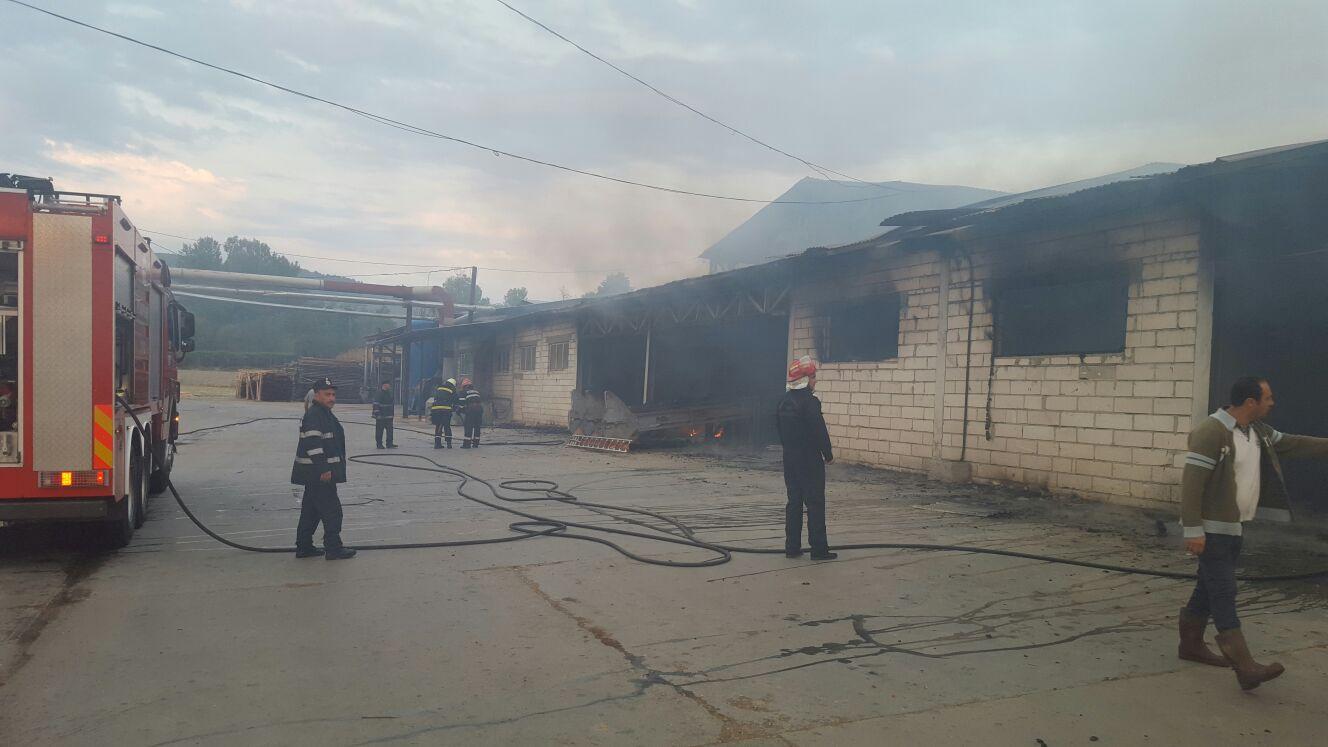 Incendiu puternic la o fabrică de cherestea din Vâlcea