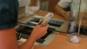 Doua angajate ale unei bănci din Alba au furat bani din conturile clienţilor