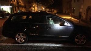 Halucinant! Copil de 2 ani, abandonat în maşină în toiul nopţii, în timp ce MAMA lui s-a dus să...