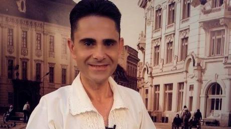 Aurelian Preda a murit. Lumea artistică din România a fost zguduită, marţi seară, de încă o veste tragică. Cunoscutul cântăreţ de muzică populară şi prezentator de emisiuni de specialitate Aurelian Preda a încetat din viaţă. Citește mai departe...