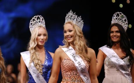 Arna Ýr Jónsdóttir, Miss Islanda 2015, a decis să renunțe la un concurs de frumusețe organizat în Thailanda, pentru că organizatorii i-au spus că este prea grasă și are umerii foarte lați. Citește mai departe...
