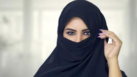 În lumea arabă, sexul este un subiect tabu. Sexoloaga Heba Kotb a devenit celebră după ce a început să dea sfaturi intime lumii arabe online şi în direct la televizor. Citește mai departe...