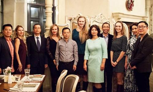 Китайские деловые люди едут втуры заневестами вСибирь