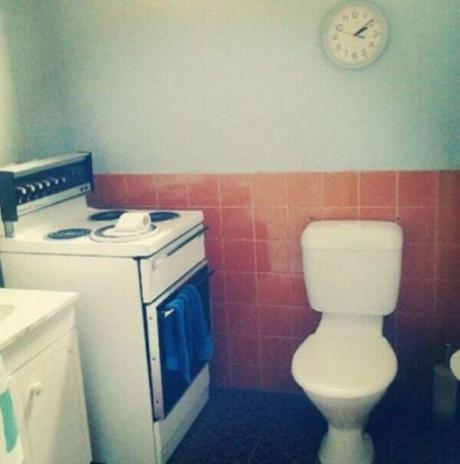 Când au intrat în bucătăria renovată și au văzut asta au amuțit. Apoi au văzut restul casei..