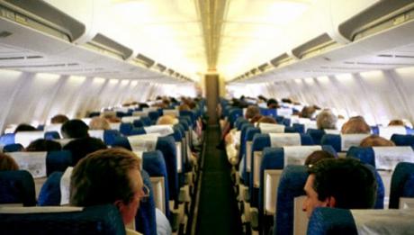 Stewardesele nu îţi spun niciodată asta. Ce să faci când te urci într-un avion. E foarte important!