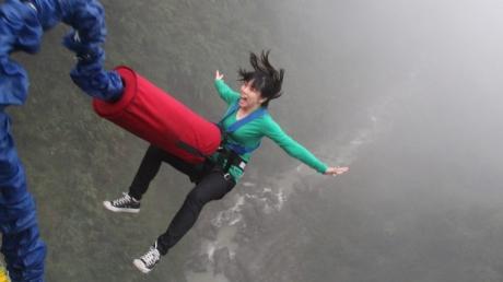 O adolescentă a murit într-un accident de bungee jumping, pentru că nu a înţeles instrucţiunile