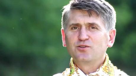 Cine este Cristian Pomohaci, preotul cântăreţ implicat într-un scandal sexual