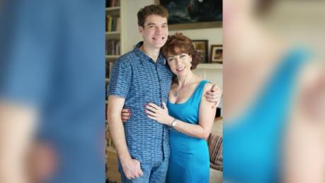 A vrut să angajeze o prostituată pentru a-şi salva fiul autist de complexe. Ce a urmat, e ireal!