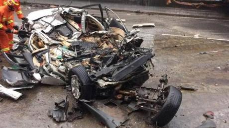 Accident înfiorător. Un autotren a pulverizat 3 mașini: 5 oameni au murit. Imagini greu de privit