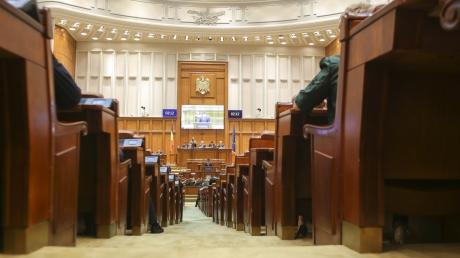 Parlamentul a adoptat o declaraţie prin care dezaprobă adoptarea legii Educaţiei în Ucraina