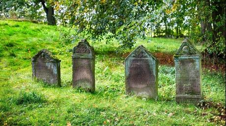Nu știai asta. Adevăratul motiv pentru care persoanele decedate se îngroapă la doi metri sub pământ