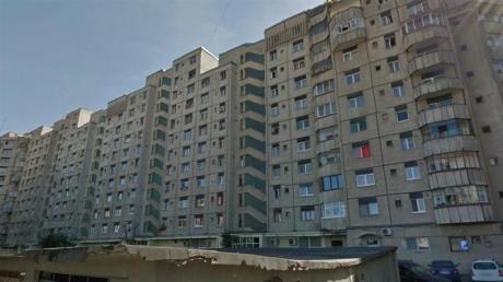 Cum şi-a închis un român balconul. Toată Europa vuieşte despre blocul din Brăila