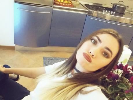 """Ospătărița și acrobata de la """"Românii au talent"""", în fotografii sexy"""