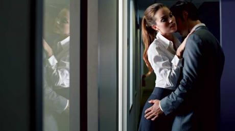 Un manager a avut o partidă de sex la birou, dar a uitat să oprească video-conferința