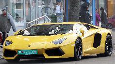 Nemaivazut! Cum a aparut la volanul acestui Lamborghini in Bucuresti