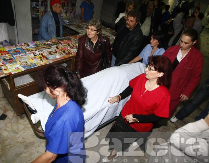 Foto: Gazeta Sporturilor: Iamgine de la scoaterea lui Dobrin din spital