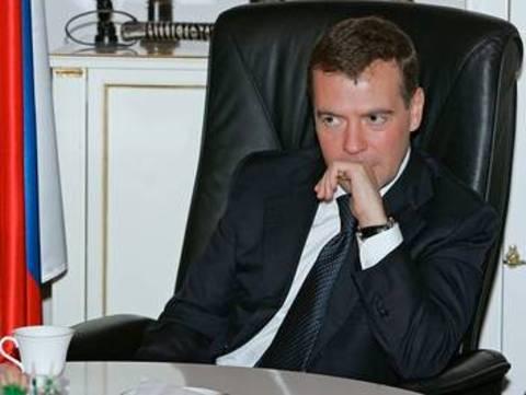 A venit însă anunţul preşedinteleui Medvedev privind creditarea suplimentară a băncilor cu 950 de miliarde de ruble, echivalentul a 26,7 miliarde de euro, iar la Moscova a început să bată un vânt ceva mai optimist. Acţiunile, care s-au ieftinit cu mai mul