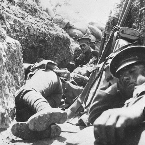 Foto: http://www.aucklandmuseum.com/site_resources/library/War_Memorial/ANZAC_Photo_Gallery/Helles_Gallipoli.jpg