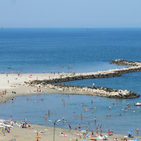 Foto: http://www.infotravelromania.ro/foto%20mic/romania/constanta/litoralul_romanesc.jpg