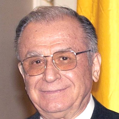 Foto: http://upload.wikimedia.org/wikipedia/commons/3/3b/Ion_Iliescu_(2004).jpg