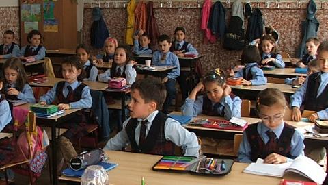 Ministerul Educaţiei şi-a propus să creeze un nou obicei la români: contul de economii pentru studii