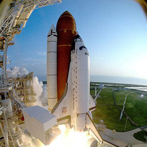 Foto: http://www.nasa.gov/centers/kennedy/images/content/107094main_discovery-launch.jpg