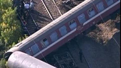 TRAGEDIE în Franţa: Un tren a deraiat, zeci de persoane sunt prinse sub vagoane