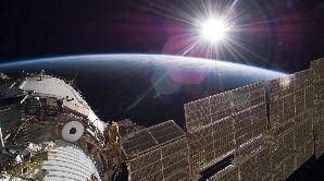 Soarele întâmpină Staţia Spaţială Internaţională.