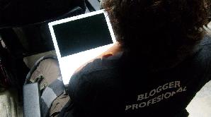 Bloggerii români sunt mai interesaţi de Băsescu decât de Geoană