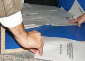 Mai multe buletine de vot distribuite în comuna ieşeană Costuleni au fost anulate pentru că acestea nu conţineau numele tuturor candidaţilor la preşedinţia Consiliului Judeţean Iaşi