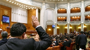 Românii vor să fie reprezentanţi de mai puţini oameni în parlament