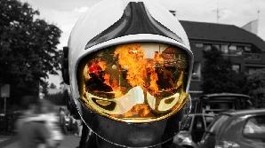 Pompierii pot trece cu uşurinţă din postura de eroi în cea de anti-eroi
