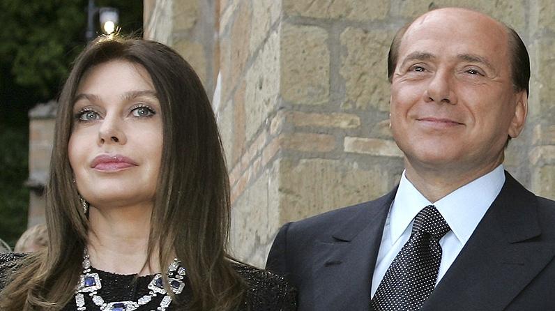 Silvio Berlusconi şi soţia, pe când aveau o căsătorie fericită