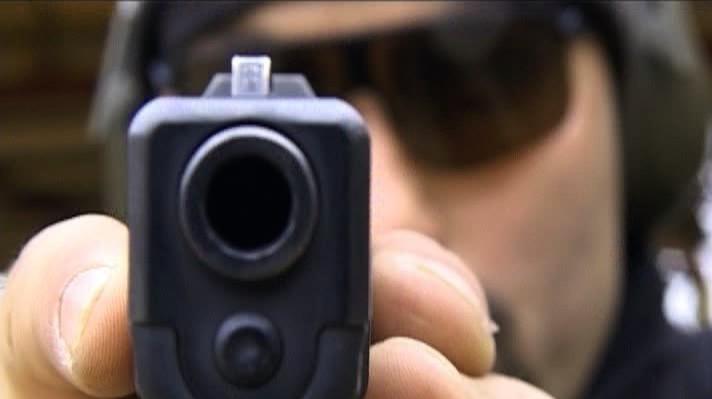 Peste 11.000 de români şi-au cumpărat arme cu glonţ de la începutul acestui an