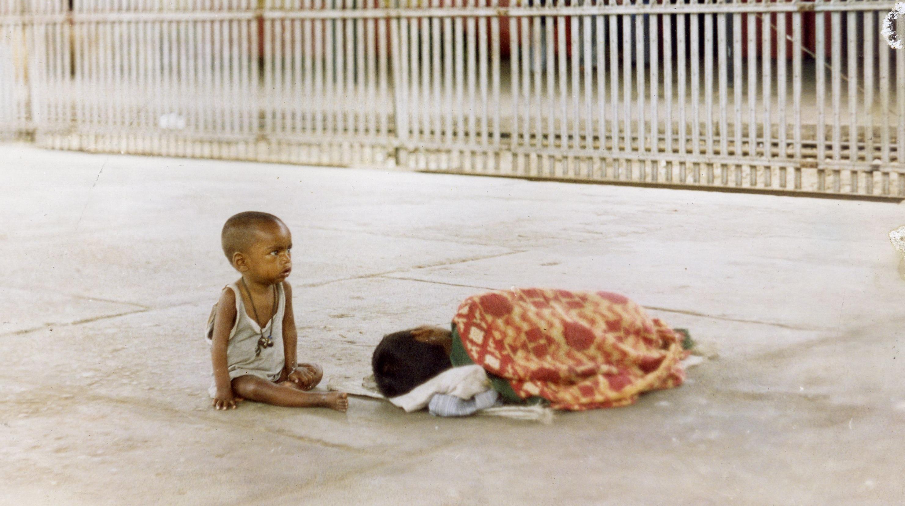 Copiii romi, folosiţi la cerşit în Manchester