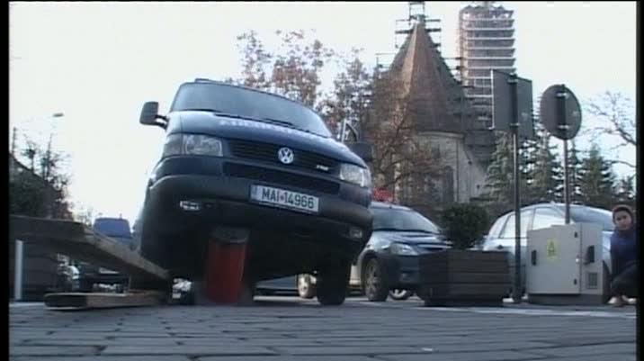 O dubă a Jandarmeriei a fost avariată de un pilon telescopic