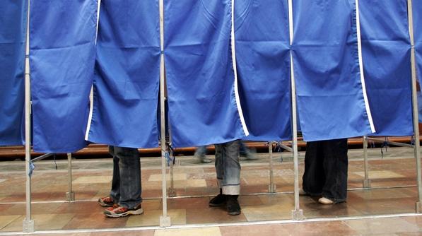 De îndată ce au ieşit de la urne, românii au început să-şi exprime nemulţumirile electorale