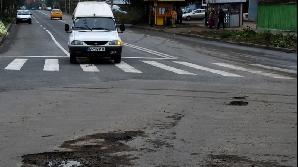 Acţiunile de deszăpezire au distrus asfaltul în Capitală