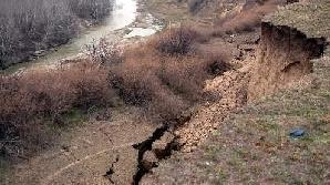 Alunecări de teren în Vâlcea