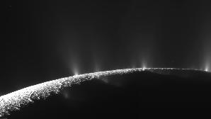 Enceladus este a şasea lună ca mărime a lui Saturn.