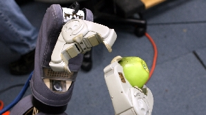 Braţele artificial sunt tot mai bine primite de pacienţi.
