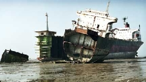 O navă cu motorină a fost ruptă în două în Marea Neagră / FOTO: greenpeace.org