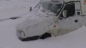 Primarul Capitalei a anunţat marţi că maşinile parcate neregulamentar vor fi ridicate pentru ca utilajele de deszăpezire să poată interveni